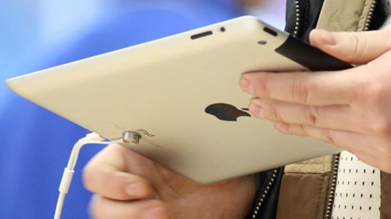 iPad Sales Falter as 'Phablets' Eat Away at Tablet Market