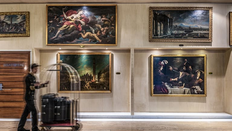 Hotels as Art Galleries - Here's Some of the Most Impressive (and Free) Exhibits On Display