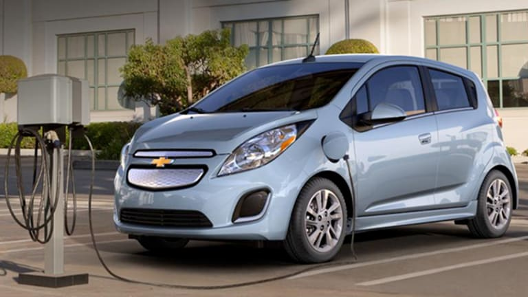 General Motors' Infotainment Challenge to Tesla With Apple CarPlay and Android Auto