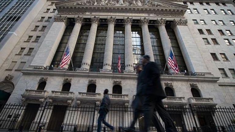 Stocks Extend Declines as Basic Materials, Financials Slump