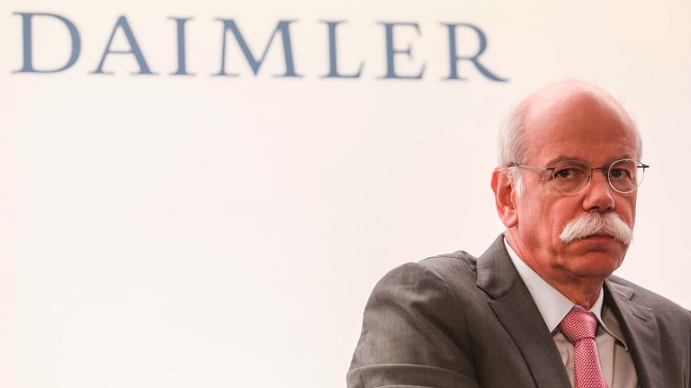 Daimler Shares Fall After Carmaker Says German Prosecutors Search Headquarters