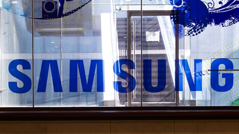 Samsung Plays 'Chips and Displays' Card in Earnings Comeback, but Is It a Winning Bet?