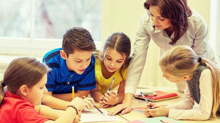 Tax Tips for Teachers: Deducting Out-of-Pocket Classroom Expenses
