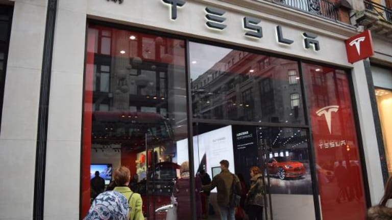 Tesla's Energy Storage Business Powers Up -- Tech Roundup