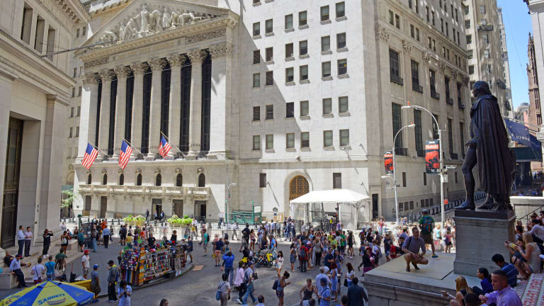 Dow Sets New Highs, Apple Apologizes - 5 Things You Must Know