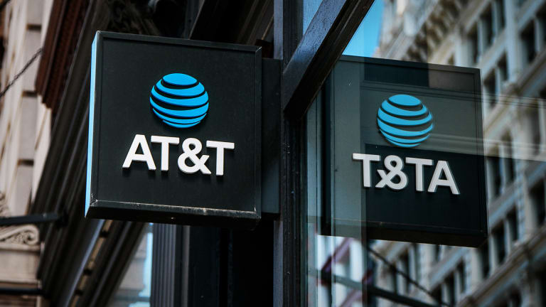KeyBanc Downgrades AT&T (T) to Underweight