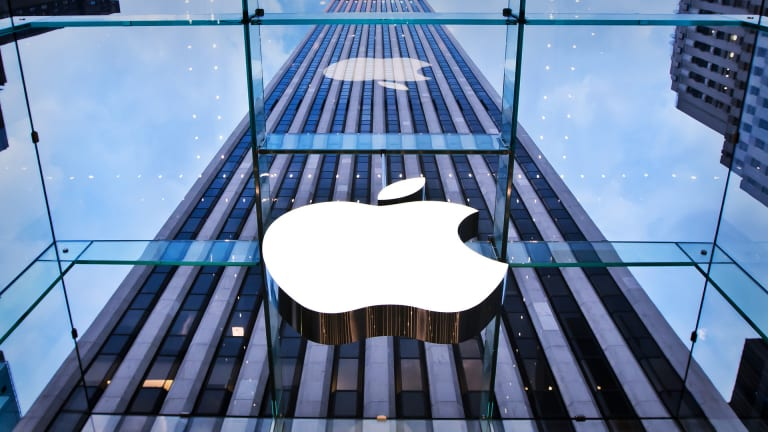 Apple, Bucking Tech Trend, Is Sending Staff Back to the Office
