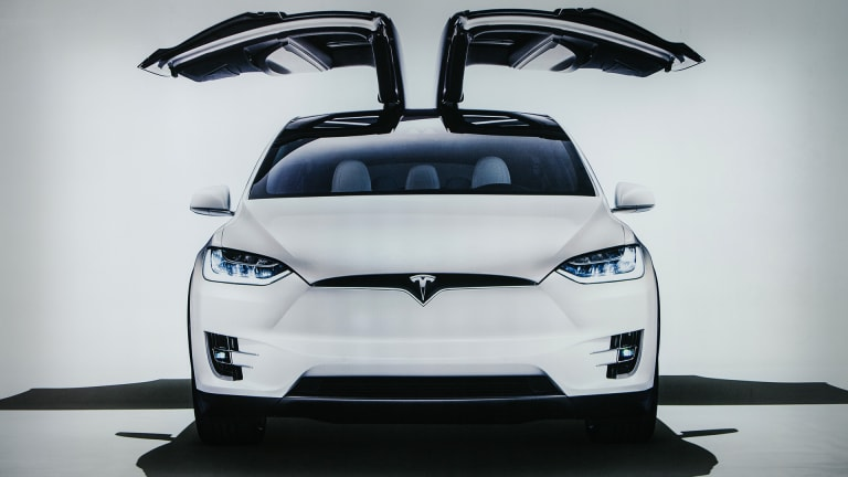 Analysts See Continued Growth for Tesla