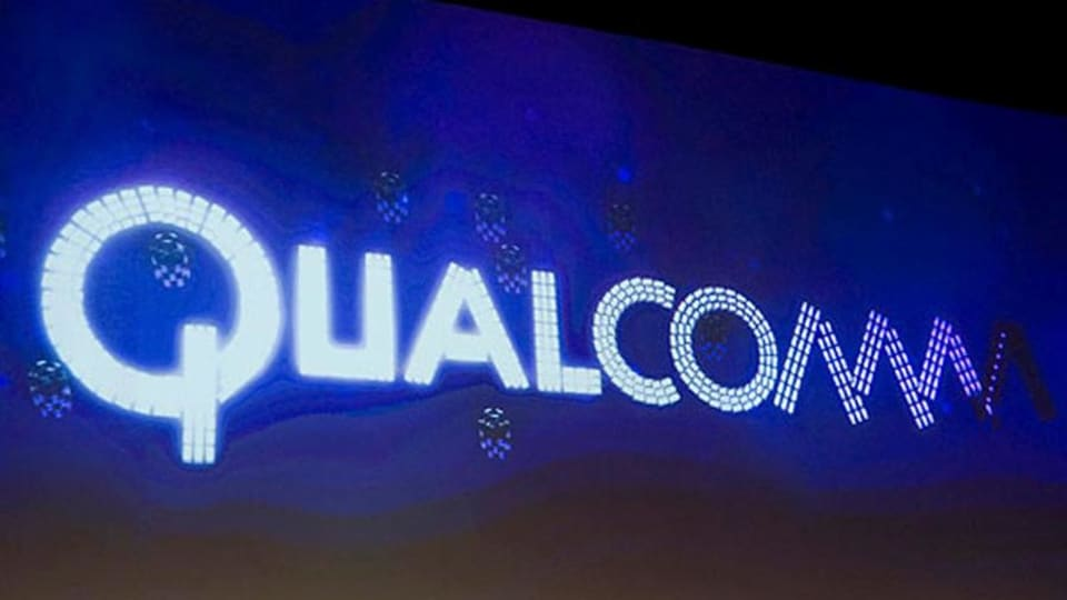 Qualcomm Falls as Susquehanna Downgrades on Increased Risks