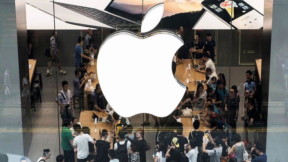 Big Investors Aren't Done Buying Apple Shares, Analysts Say