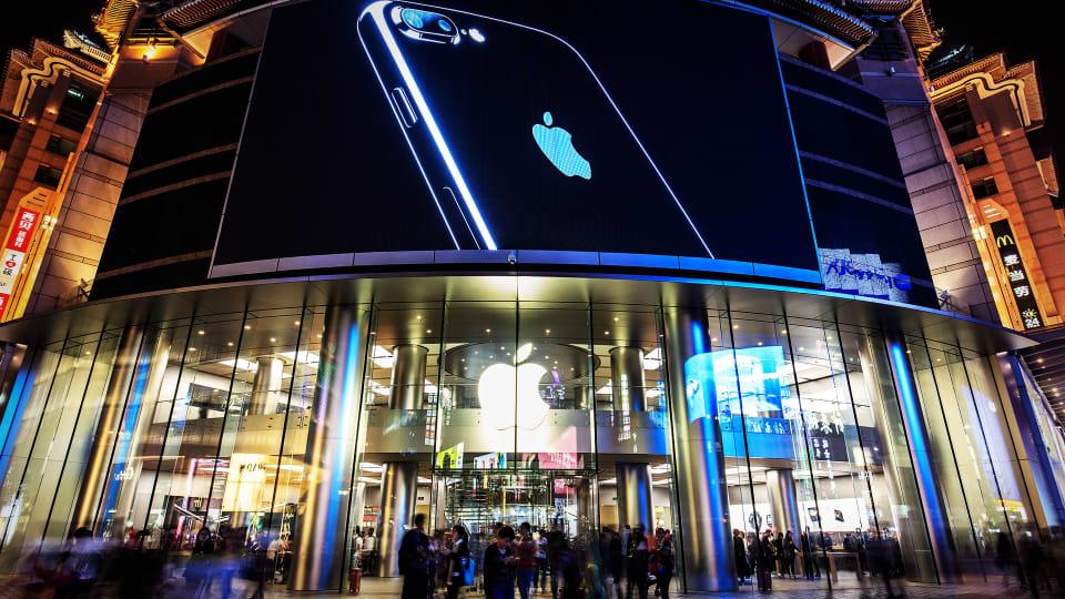 Jim Cramer Isn't Worried About Apple's iPhone Revenue