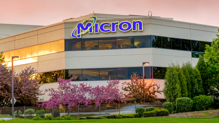 Micron's Upbeat Guidance Is Getting a Thumbs-Up From Investors
