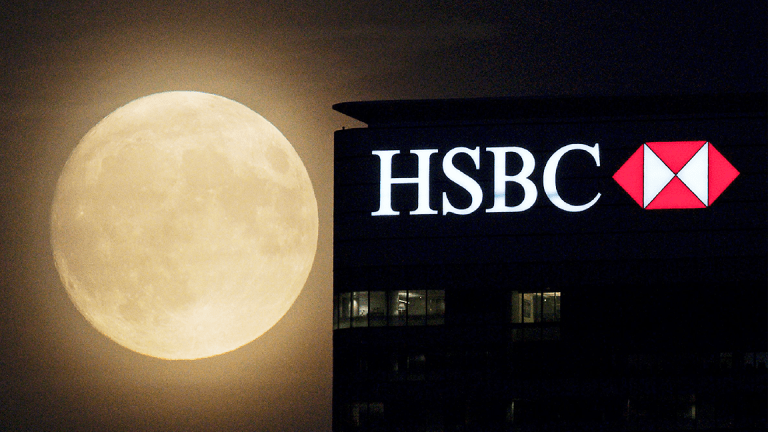 HSBC Shares Slide as 'Jaws' Bites Bottom Line of Europe's Biggest Bank