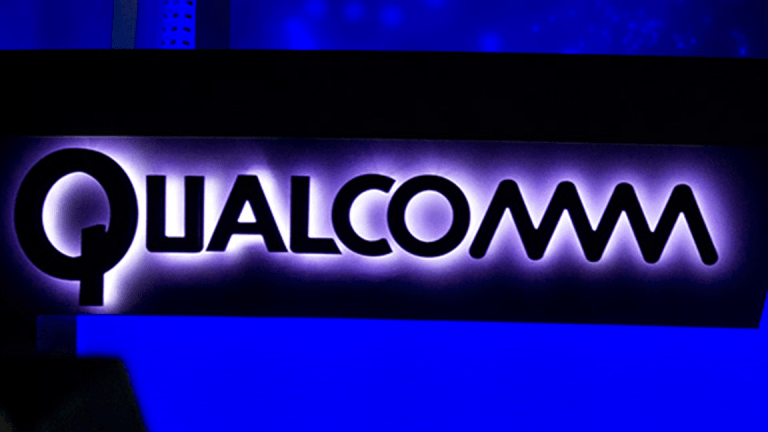 Broadcom's Bid for Qualcomm Gives Apple Another Reason to Keep Fighting