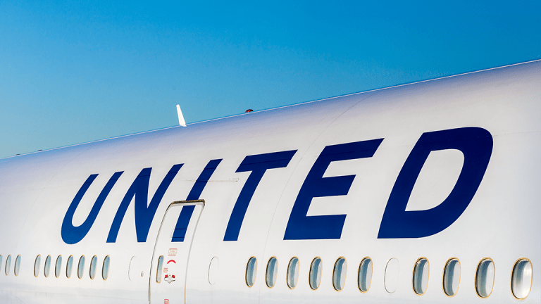 Wall Street Is Still Waiting for United Airlines to Get It Together