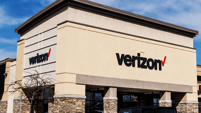 Verizon Reports Earnings Under the Risk of a 'Death Cross' Selloff