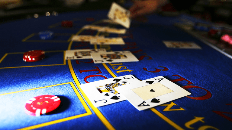 Caesars Entertainment Rises After Deal Allows Icahn to Add Three Directors