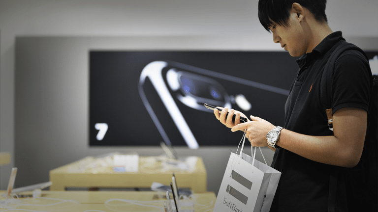 Apple Has a More Pressing Risk Than U.S.-China Tariffs, Analyst Says