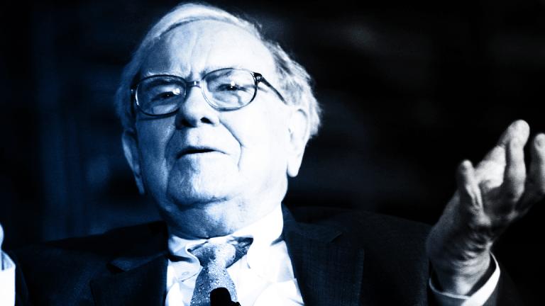 Warren Buffett's Stake in Apple Declines by $4 Billion