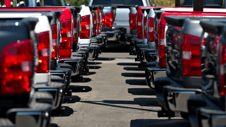 Auto-Dealer Lots Are Full of SUVs and That's Bad for the U.S. Economy