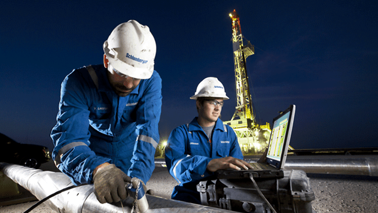 Schlumberger Rises Slightly on 4th Quarter Charges, Sees Growth in 2018