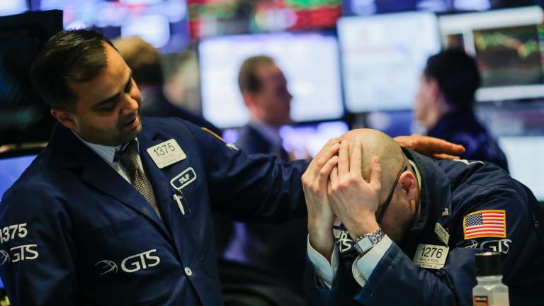 Dow Tumbles on China Pessimism, Nasdaq Rises on Tech Rebound