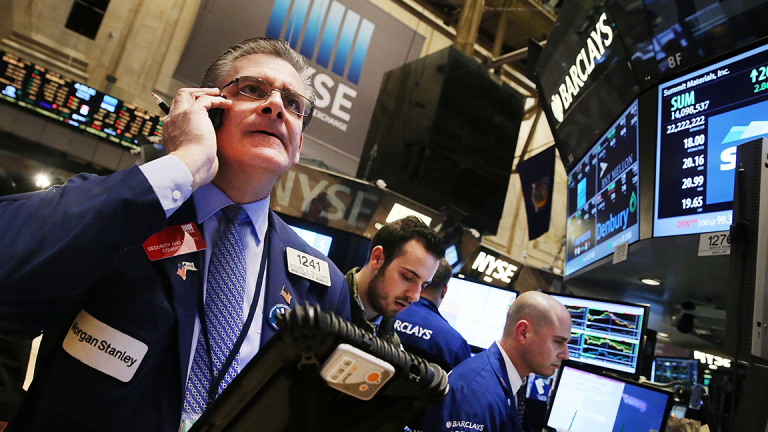 Dow Trades Back Into Record Territory, Nasdaq Turns Negative