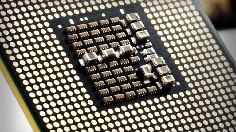 Tale of Two Downgrades: Intel Drops While AMD Rises Following Bearish Notes