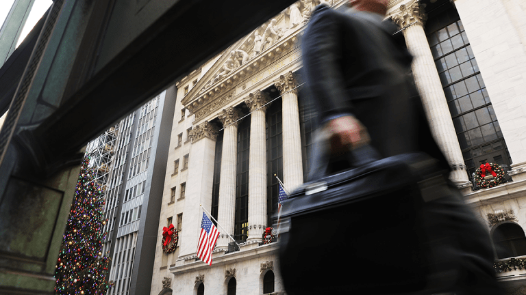 Wall Street Futures Rebound as Investors Push US Government Shutdown Fears Aside