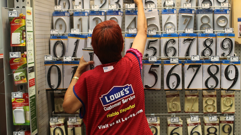 Ackman Targets Lowe's After Q1 Miss