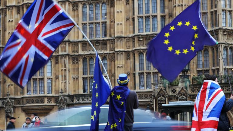 Pound Slumps to 11-Month Low as 'No-Deal' Brexit Risks Hammer Sentiment