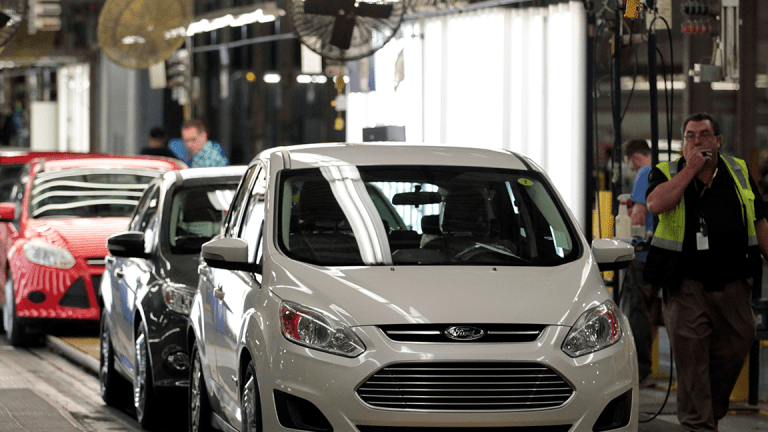 Ford Beats Earnings Estimates by 1 Cent as Auto Industry Suffers