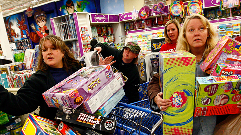 How to Invest in the Strong U.S. Consumer -- 8 Top Stock Bets