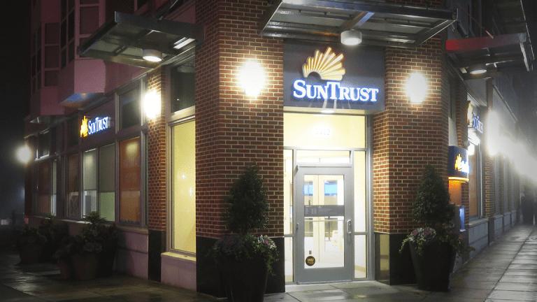 SunTrust Beats Third-Quarter Revenue Forecast as BB&T Merger Cuts Into Earnings