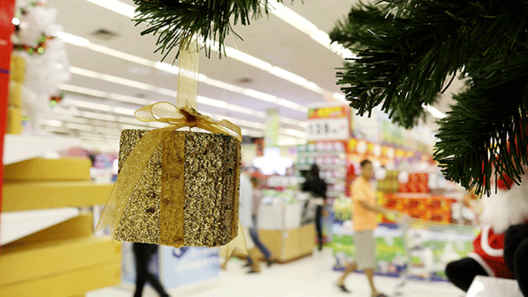 Holiday Shopping Sales Not Likely to 'Blow Anyone Out of the Water'
