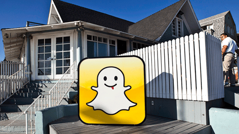 Can Snapchat Successfully Co-Exist With Facebook? Analysts Are Divided