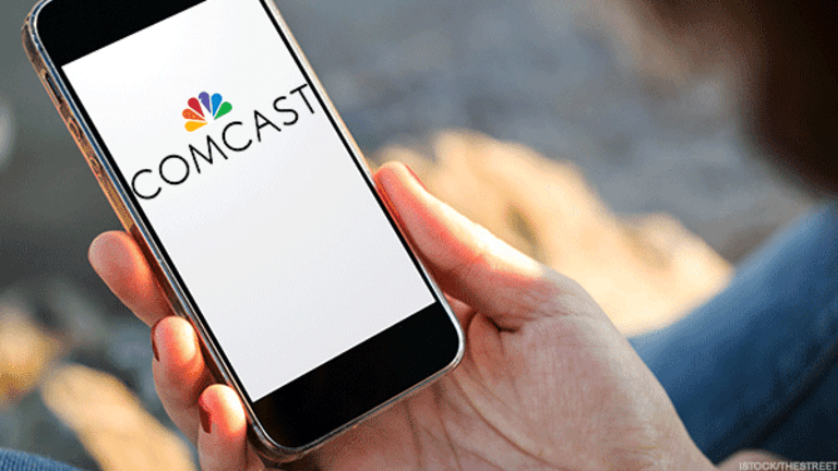 Comcast Gingerly Enters the Wireless Business as AT&T, Verizon Suffer