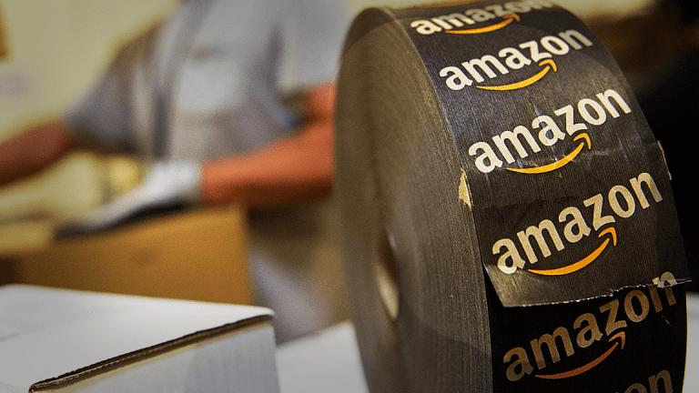 più nuovo di vendita caldo selezione migliore miglior posto per Why Amazon (AMZN) Should Buy Under Armour (UAA) - TheStreet