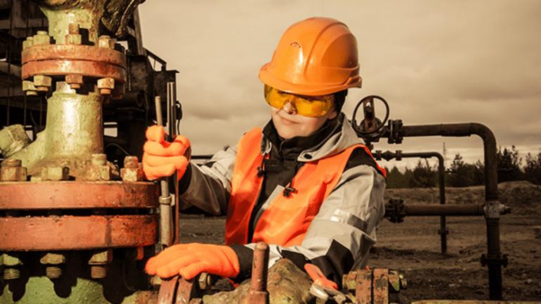 Exxon, Chevron Shares Climb Late as Oil Rebounds Off 2017 Low