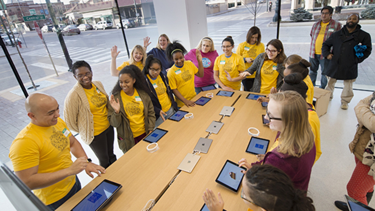 Apple's New Chicago Store Looks Just Like a Giant MacBook