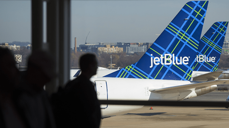 JetBlue Shares Lift Off on Raised Outlook
