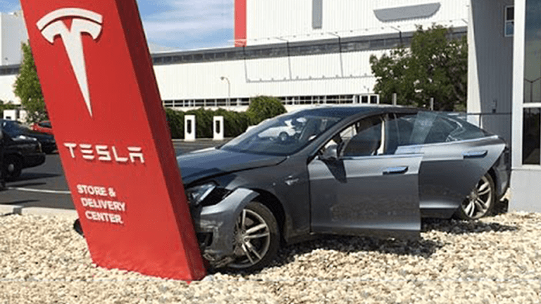 Tesla Workers Now May Want a Union Because People Are Reportedly Getting Hurt on the Job