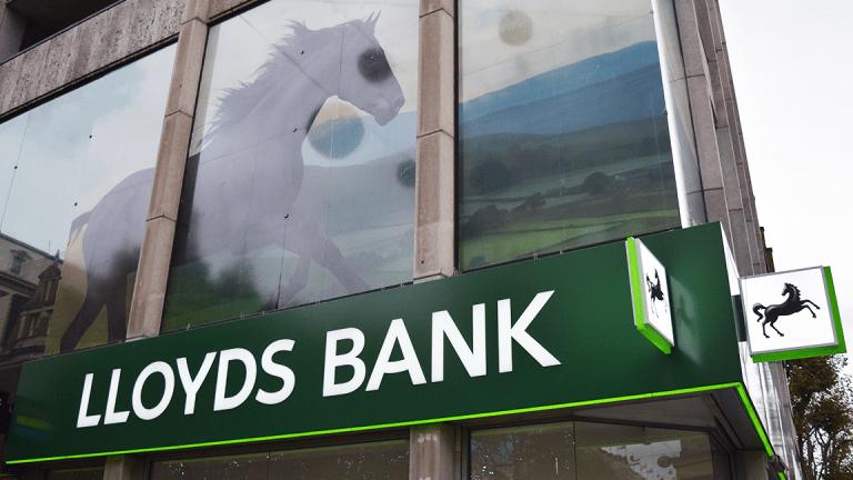 Lloyds Lifts Full-Year Guidance but Stock Still Falls