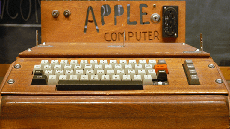 Jim Cramer Isn't Buying Apple Here, and Thinks Facebook and Alphabet Look Better on a Dip
