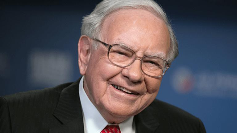 Warren Buffett More Than Doubles Apple Stake in 2017 to $17 Billion