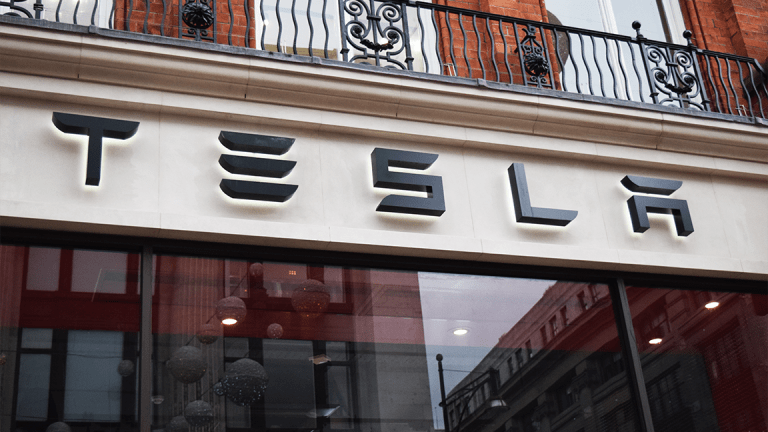 Tesla Taps Former Microsoft Video Game Engineer to Lead User Interface Operation