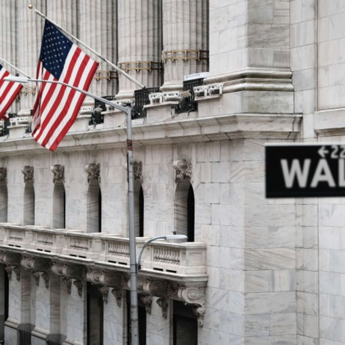 Stocks Rise as Fed's Powell Eases Worries Over Rates Increase