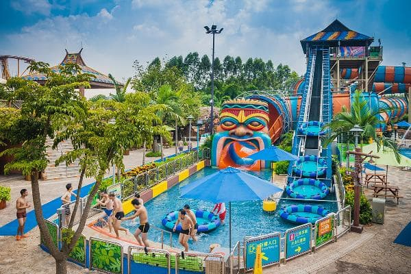 These are the 10 most popular water parks in the world: 1. Chimelong Water Park Guangzhou, China2018 attendance: 2.74 millionChange since 2017: +1.9%The Chimelong Group is one of the leading theme park groups, with several parks and resorts in China.Photo: GuoZhongHua / Shutterstock