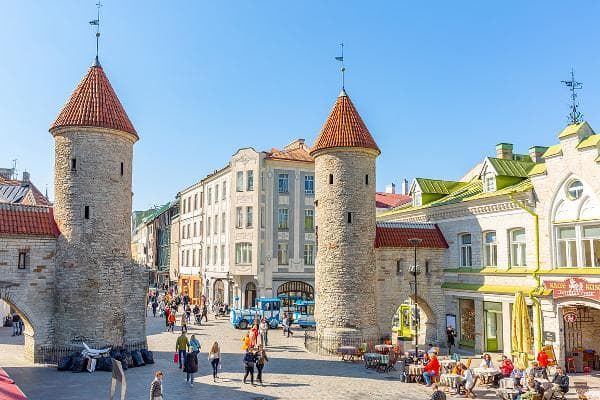 1. Estonia The northern European country, which sits just across from Finland on the Gulf of Finland, is also near St. Petersburg, Russia and has one of the fastest-growing economies in the European Union. Out of 68 countries in the InterNations survey, Estonia offers up the best digital life. The country is rated best in the world for both unrestricted access to online services such as social media and the availability of administrative or government services online. In fact, 96% of expats surveyed judge the access to online services favorably, compared 80% globally.Photo: Subodh Agnihotri / Shutterstock
