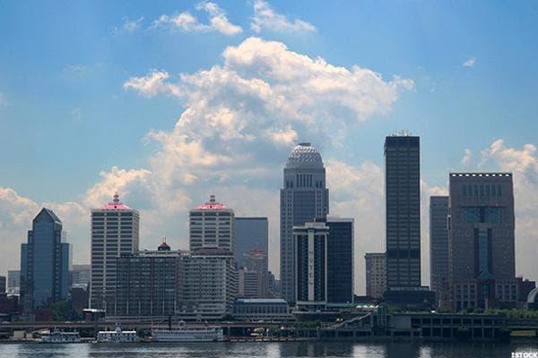 Louisville, the largest city in Kentucky, claims Muhammad Ali, Tom Cruise, Lionel Hampton, and scores of other notables. It also claims the vaunted 15th best city for first time homebuyers in the U.S., with a quality of life rank of 101, a real estate market rank of 32, and an affordability rank of 30. With a median home price of $160,000 and a median household income around $50,000, it's easy to see why.